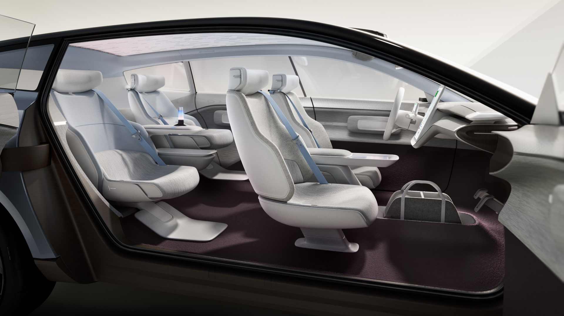 L'empattement long et le plancher plat signifient qu'il y a beaucoup d'espace à l'intérieur du Concept Recharge.  Image : Volvo