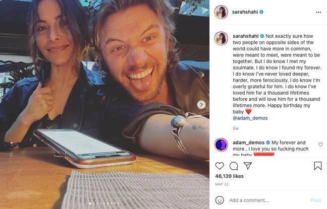 Sarah Shahi et Adam Demos sont ensemble (Crédit: Instagram/sarahshahi)