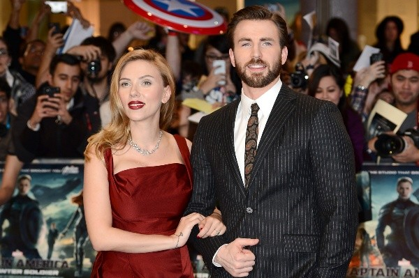 Scarlett Johansson et Chris Evans.  Photo: (Getty)