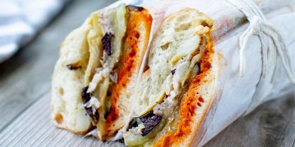 Sandwich pressé d'aubergine provençale et dorade