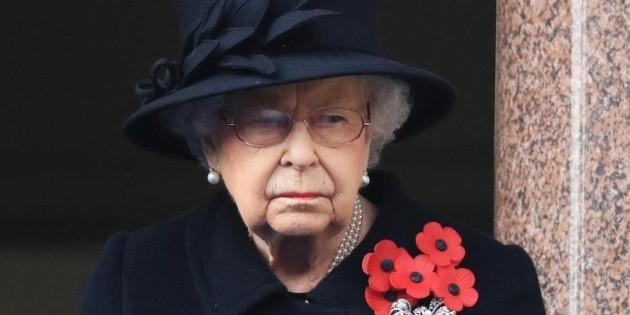 La couronne : la famille royale les ruine