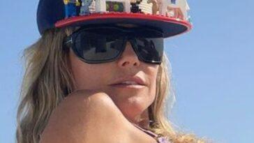 Heidi Klum Montre Fièrement Son Chapeau Lego Tout En Se