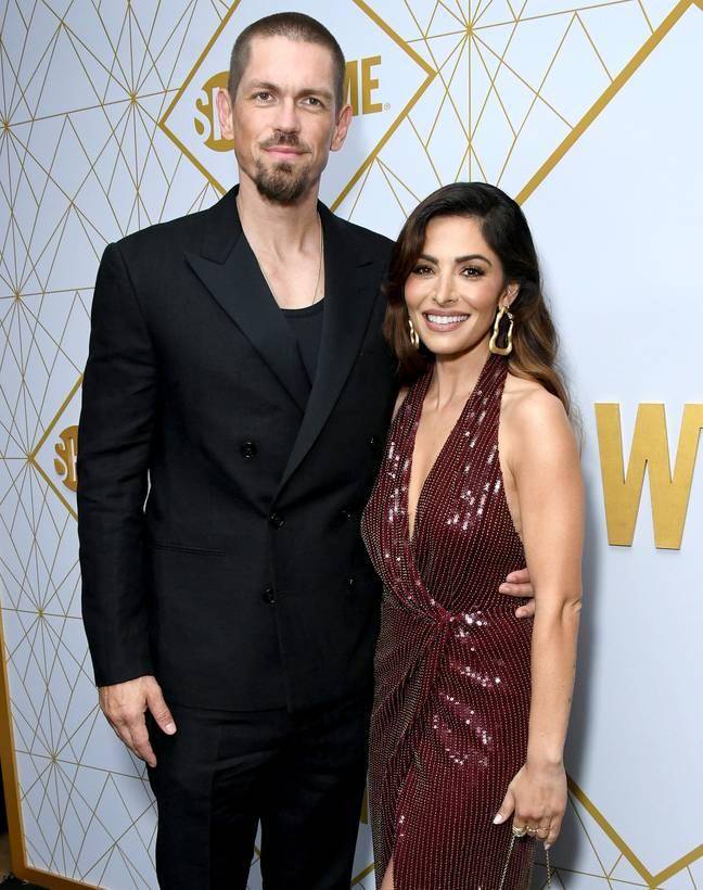 Steve Howey et Sarah Shahi ensemble à la célébration Showtime Emmy Eve 2019 en Californie (Crédit: PA)