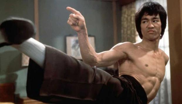 """William Zabka a fait référence au film de Bruce Lee pour un rôle de """"Karate Kid"""" (Photo : Allstar / Warner Bros)"""
