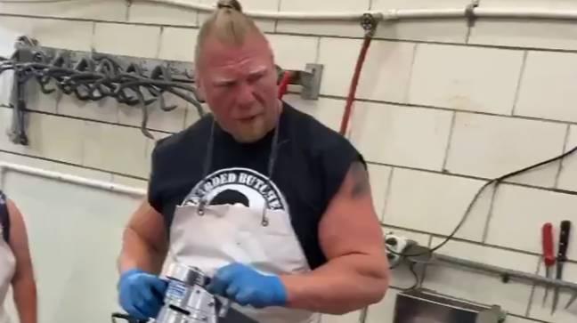 Que pensez-vous du nouveau look de Brock Lesnar ?  Crédit : Twitter/@_Beardedbutcher
