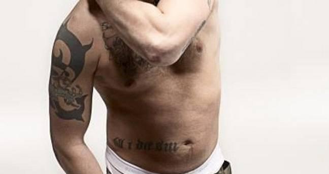Le tatouage de lutin de Tom Hardy (Crédit: tom-hardy.org)