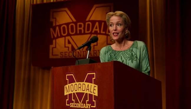Gillian Anderson dans le rôle de la mère d'Otis dans Sex Education (Crédit: Netflix)