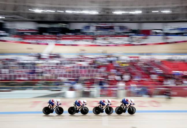 Katie Archibald, Laura Kenny, Elinor Barker, Josie Knight de Grande-Bretagne dans la qualification de poursuite par équipe féminine au vélodrome d'Izu à Tokyo.  (Crédit: PA)