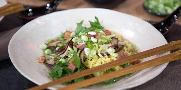 Soupe de nouilles Ramen de Martha Stewart aux champignons shiitake