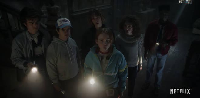 Steve, Dustin, Robin, Max, Nancy et Lucas enquêtent sur une vieille maison effrayante dans Stranger Things 4