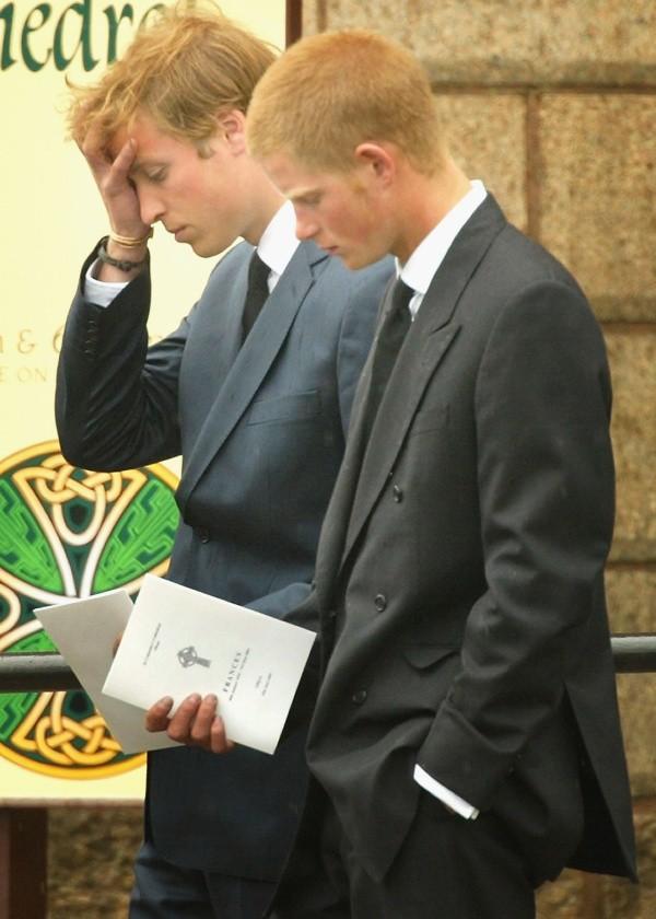 Les princes William et Harry lors des adieux de leur mère.  Photo: (Getty)