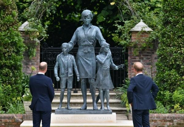 Le dernier hommage des Princes à Lady Di.  Photo: (Getty)