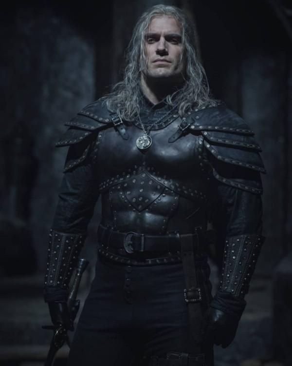 Henry Cavill dans le rôle de Geralt de Rivia.  Photo: (Netflix)