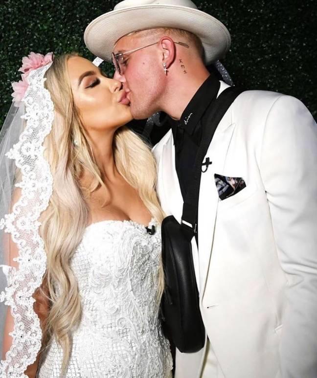 Jake Paul a organisé un faux mariage avec une autre célébrité en ligne, Tana Mongeau.  Crédit : Instagram/Tana Mongeau