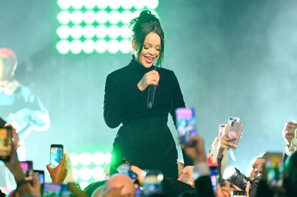 Rihanna chante au whisky.  Photo: (Getty)