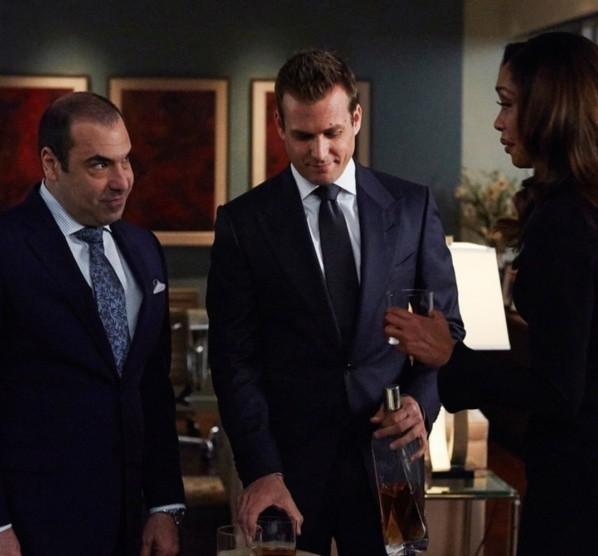 Les protagonistes de Suits.  Photo: (IMDB)