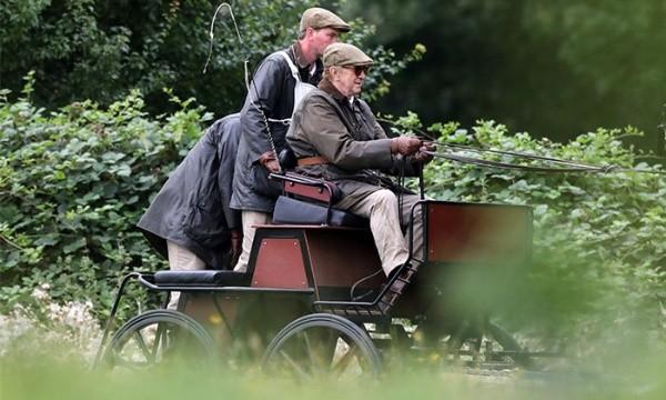 Philippe d'Édimbourg joué par Jonathan Pryce.  Sur la photo : (Jonathan Pryce en tant que prince. Sur la photo : (Stevenage)