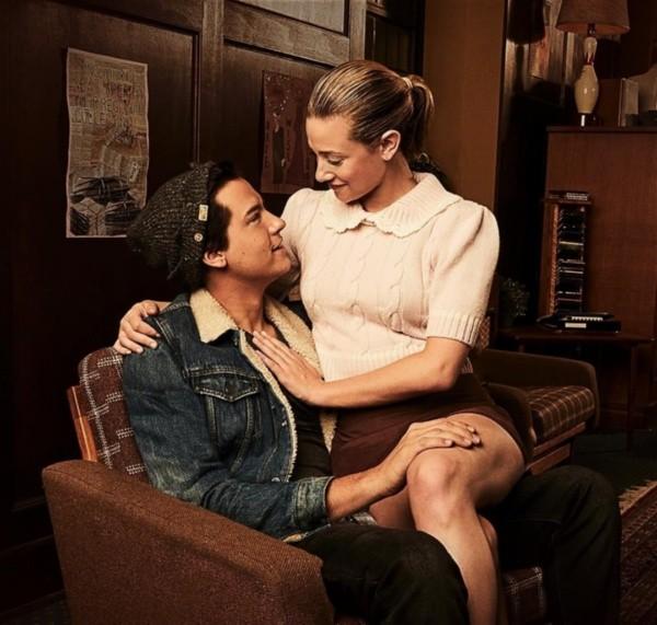 Cole Sprouse et Lili Reinhart à Riverdale.  Photo: (La CW)