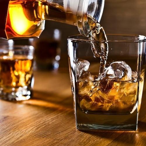 Le whisky est l'une des boissons les plus acclamées.