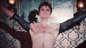 Daniel Radcliffe Donne Une Performance Torse Nu Effrontée Dans Miracle