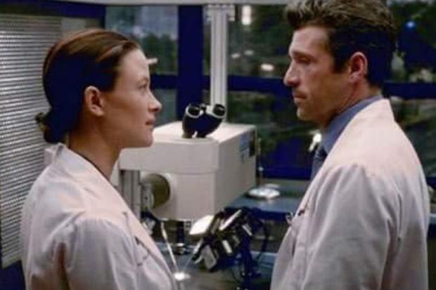 """Renee Collier et Derek Shepard dans """"Grey"""