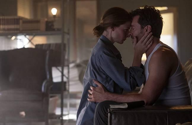 Jackman joue aux côtés de Rebecca Ferguson dans le nouveau film de science-fiction Reminiscence.  Crédit : Warner Bros. Pictures