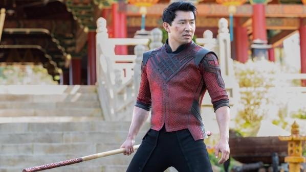 simu liu shan chi et la légende des dix anneaux mcu marvel