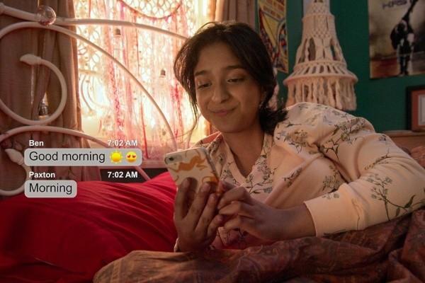Maitreyi Ramakrishnan dans son rôle de Devi.  Photo: (Netflix)