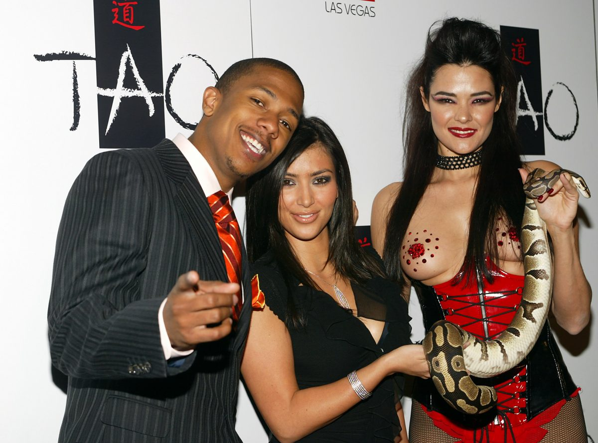 Nick Cannon et Kim Kardashian avec un mannequin à la discothèque Tao.