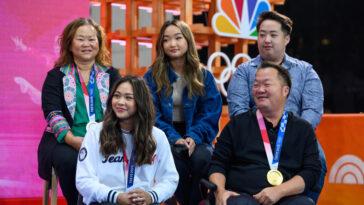 Les gymnastes américains réagissent au soutien «écrasant» des fans en touchant le retour à la maison sur la place TODAY