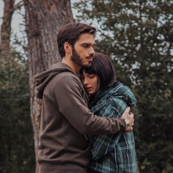 Giuseppe Maggio con Alice Pagani.  Foto: (Netflix)
