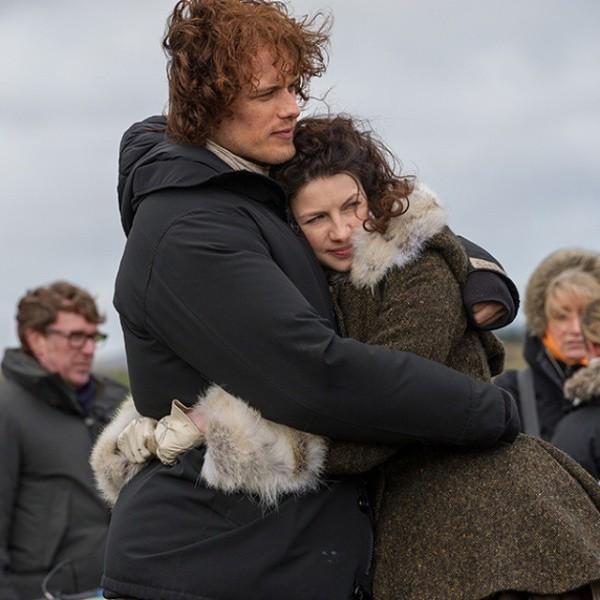 Sam Heughan et Caitriona Balfe sur le tournage de la deuxième saison.  Photo: (Starz Play)