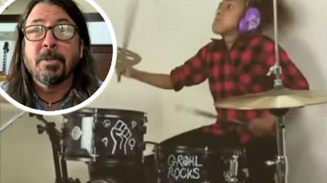 Dave Grohl de Foo Fighters a admis sa défaite dans une bataille de tambours avec un enfant de 10 ans.  Crédit : CBS