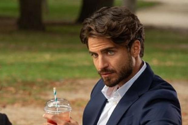 Victor a proposé à Val une relation « sans implications » (Photo : Netflix)