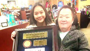 Voir la gymnaste américaine Suni Lee retrouver sa famille pour la première fois après les Jeux olympiques