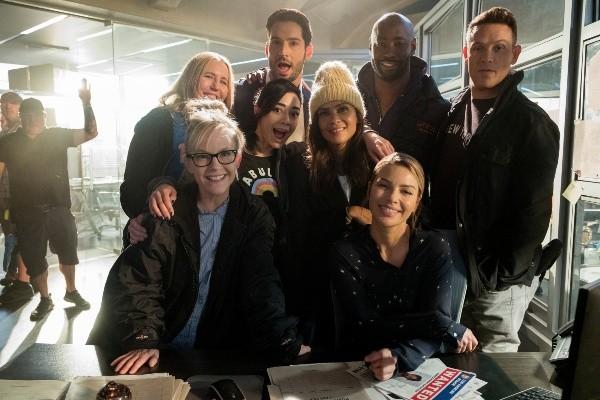 L'ensemble du casting est maintenant prêt à dire au revoir.  Photo: (Netflix)
