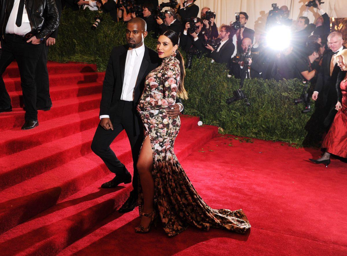 Kanye West et Kim Kardashian West posant au Met Gala 2013.