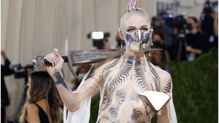 """Grimes a révélé l'inspiration de """"Dune"""" pour sa tenue au Met Gala 2021"""