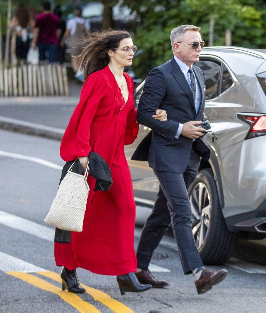 Daniel Craig et Rachel Weisz.  Photo: (grille de fond)
