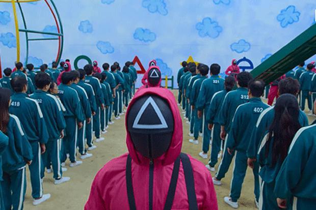Les joueurs portent du bleu, tandis que les masqués portent du rouge (Photo : Netflix)
