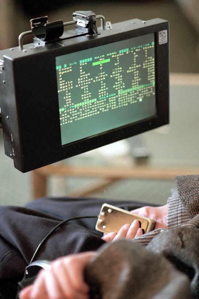Le synthétiseur vocal électronique qui a permis à Hawking de communiquer avec la parole.  Crédit : PA
