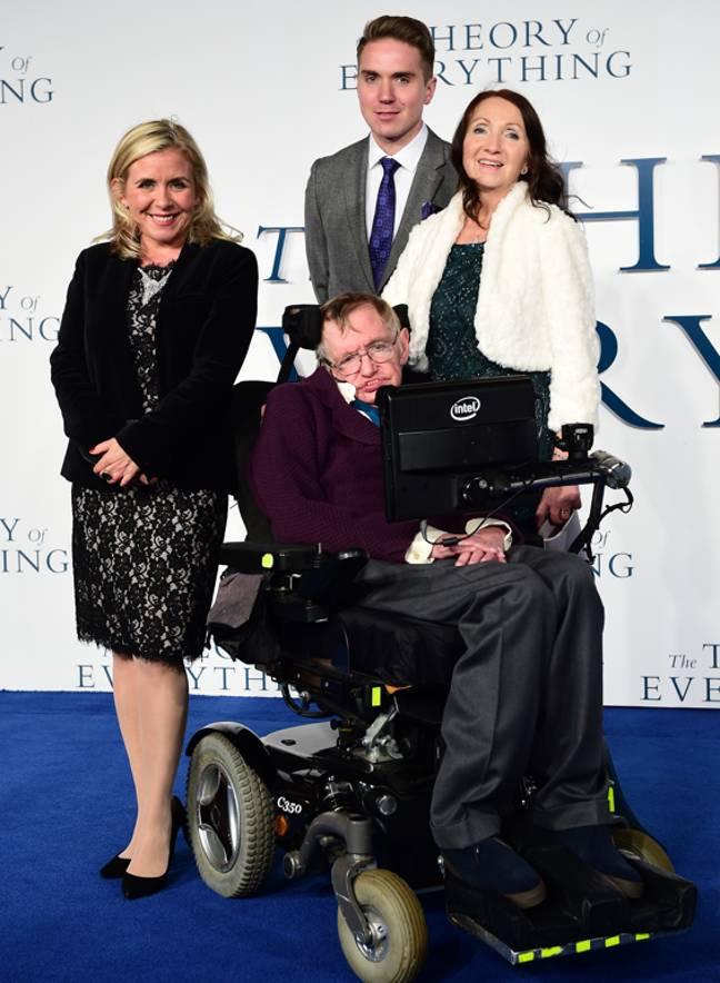 Lucy, Timothy, Jane et Stephen Hawking à la première britannique de The Theory of Everything en 2014. Crédit : PA