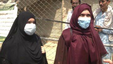 Comment l'animateur d'une émission de télévision du matin en Afghanistan rapporte la nouvelle sans provoquer les talibans
