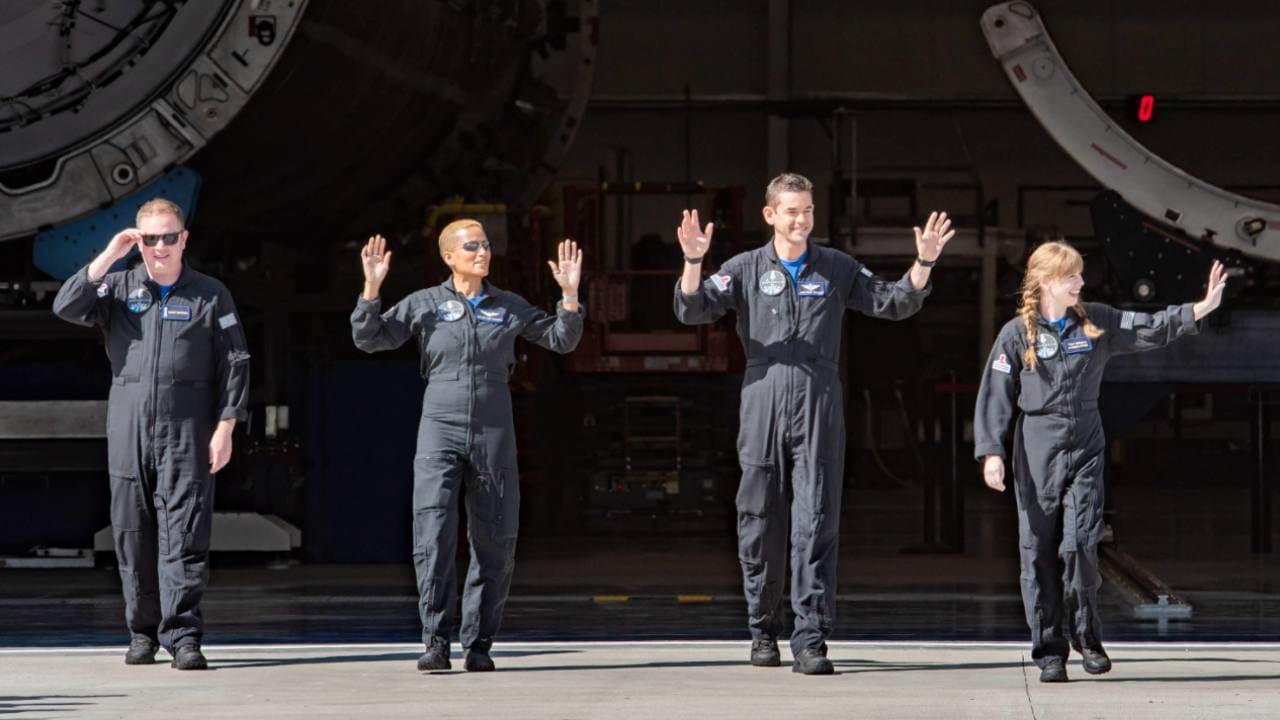 A la tête et au financement de la mission, le milliardaire américain Jared Isaacman a invité trois autres personnes à le rejoindre à travers un processus de sélection original.