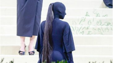 Kim Kardashian West attending The Met Gala 2021 wearing an all-black Balenciaga outfit.