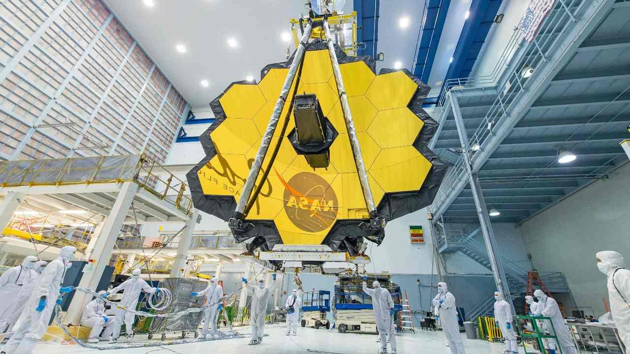 Le télescope spatial James Webb est le plus grand télescope orbital jamais construit et devrait être lancé dans l'espace le 18 décembre 2021. NASA/Desiree Stover,