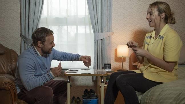 Comer et Graham sont généralement convaincants dans le drame.  Crédit : Canal 4