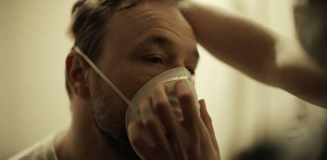 Stephen Graham joue le rôle d'un résident d'une maison de soins souffrant de la maladie d'Alzheimer à un stade précoce dans Help.  Crédit : Canal 4