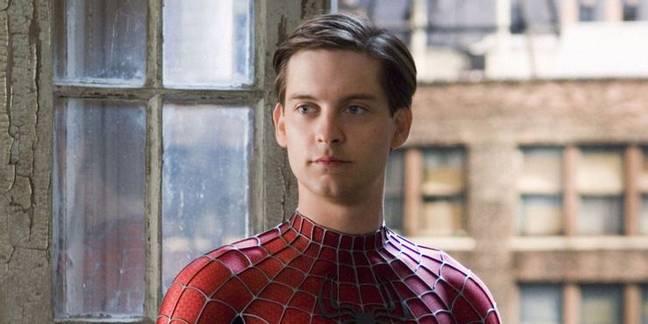 Toby Maguire – qui n'était clairement pas un adolescent à ce stade – en tant que Spider-Man.  Crédit : Sony