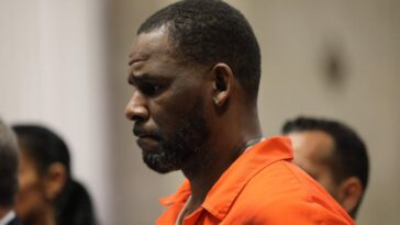 R. Kelly reconnu coupable de tous les chefs d'accusation dans un procès pour trafic sexuel